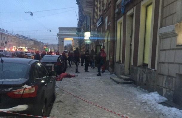 Рабочий разбился, упав с крыши на Канале Грибоедова
