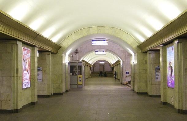 Поезда на «Сенной площади» остановились из-за забытого мешка
