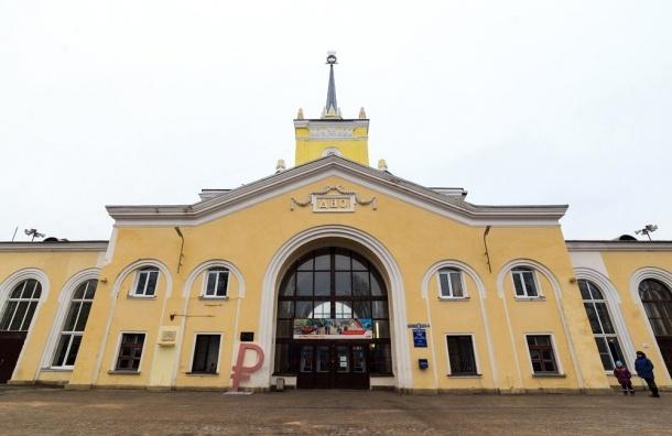 Дно обзавелось памятником рублю