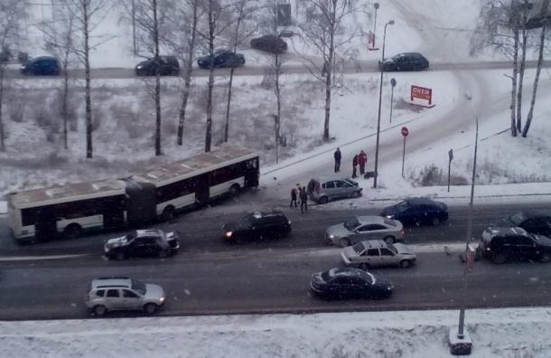 Массовая авария с участием пассажирского автобуса произошла на Таллинском шоссе