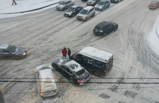 Больше 250 аварий произошло в Петербурге за десять часов среды
