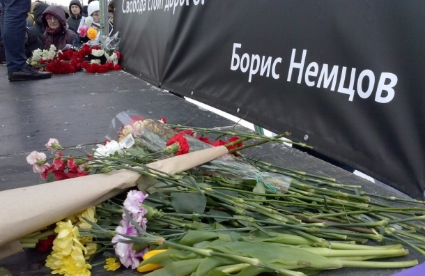 Митинг памяти Немцова в Петербурге закончен