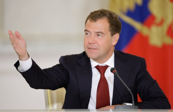 Медведев сказал, что не будет запрещать водку