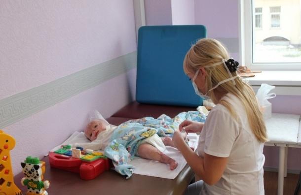 Пострадавшего в тульском роддоме младенца Матвея усыновили новые родители