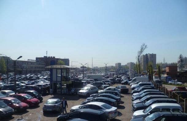 Продажи автомобилей в Петербурге упали на 35%