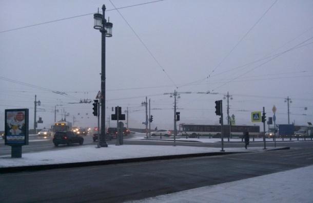 Светофоры начали отключаться в Петербурге из-за сильного снегопада