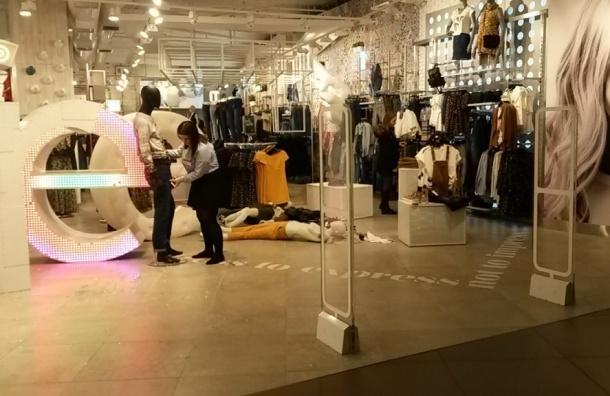 Три кавказца ожесточенно подрались в магазине на 3-м этаже ТЦ «Галереи»