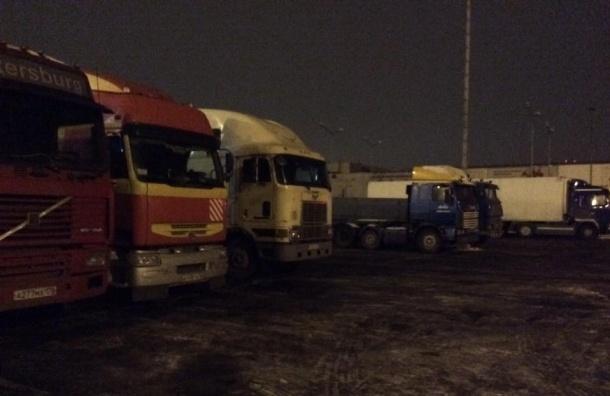 Дальнобойщики разбили протестный лагерь в Петербурге