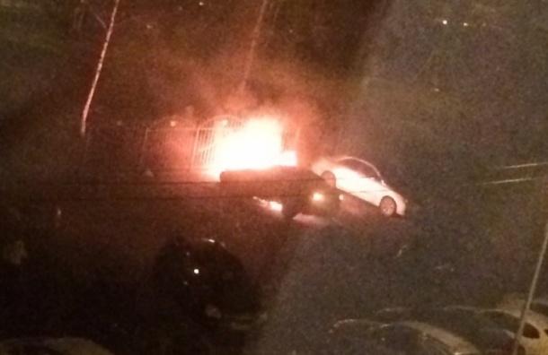 Автомобиль Skoda сгорел на улице Коллонтай