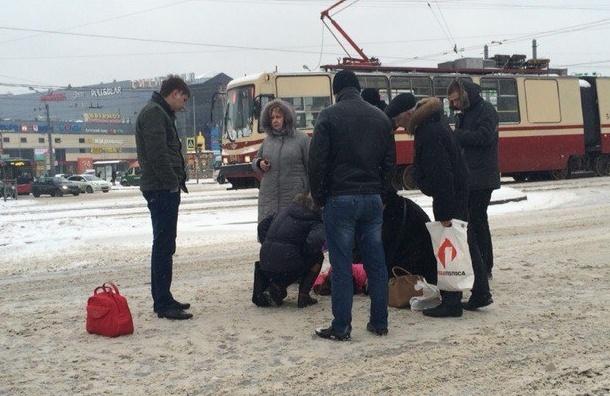 Девушку сбили на пешеходном переходе у метро