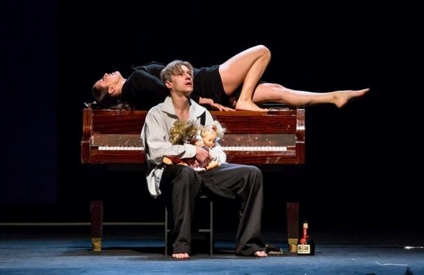 Акция в Петербурге: билеты на кассовые спектакли за полцены