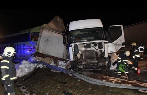 Две россиянки остаются в больнице из-за аварии с автобусом в Эстонии