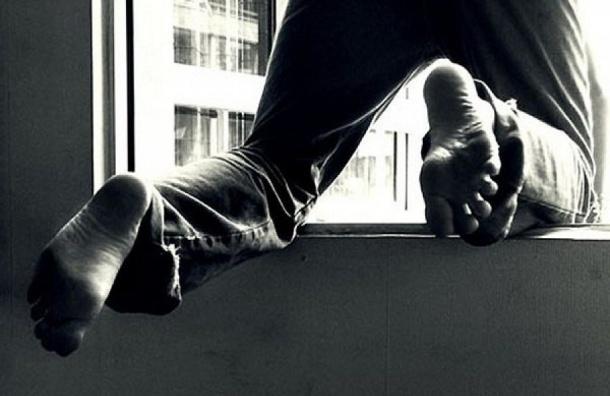 Петербуржец покончил с собой, выбросившись из окна на Дмитрова
