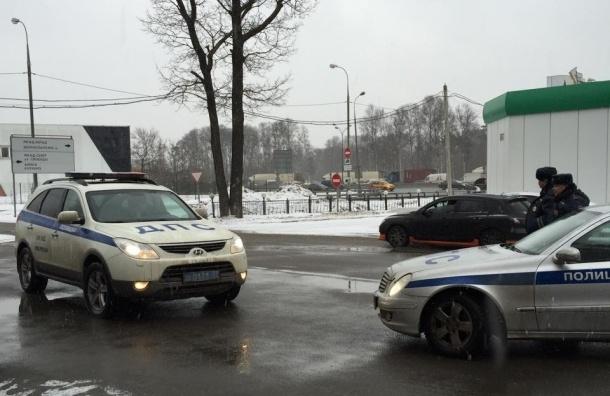 Полицейский с просроченным удостоверением задержал машину оппозиционера Ильи Яшина
