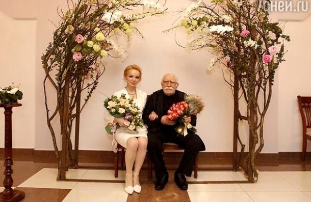 Актер Армен Джигарханян женился в третий раз