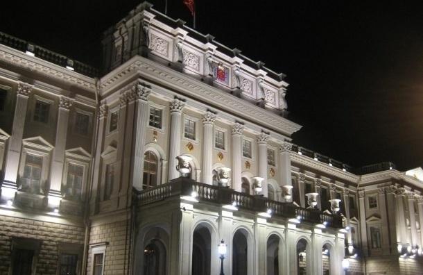Школьница-руфер разгуливала по крыше ЗакСа Петербурга