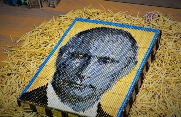 Школьник из Бурятии сделал Путина из 15 тыс. спичек