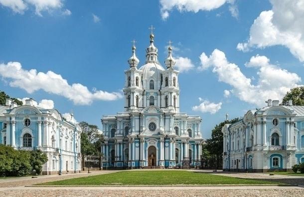 РПЦ стала собственником Смольного собора