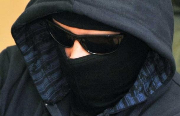 Пятеро неизвестных ограбили аптеку на Краснопутиловской ради девяти тысяч