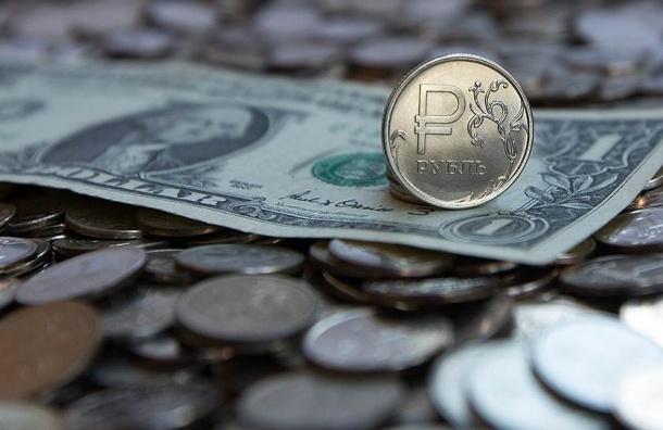 Рубль падает по отношению к доллару и евро