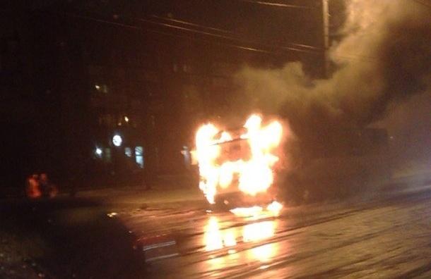 Троллейбус загорелся на проспекте Науки