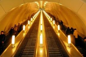 Смольный хочет запретить звуковую рекламу на эскалаторах метро