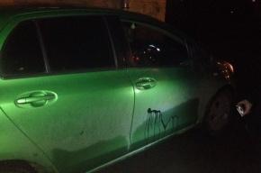 Вандал обливает машины краской на Танкиста Хрустицкого