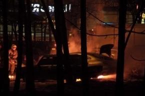 Два автомобиля сгорели во Фрунзенском районе за ночь
