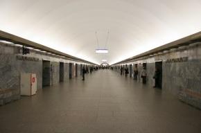 «Московскую» закрыли, поезда идут мимо