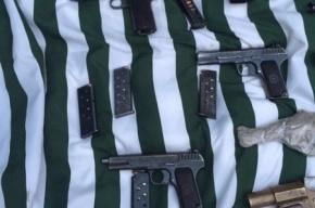 Тайник с оружием и гранатой нашли у петербуржца в Ленобласти