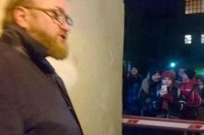 Милонов забаррикадировал вход на ЛГБТ фестиваль «Бок о бок», зрители разошлись