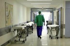 Петербуржец, выпавший из окна 4-го этажа, умер в больнице
