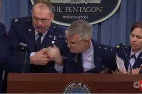 Генерал ВВС США упал в обморок во время своего выступления