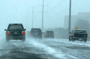 Порядка 70 машин застряли на трассе в снегу под Оренбургом