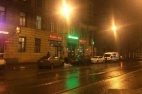 Очевидцы: молодой мужчина сбросился с крыши на Чапаева