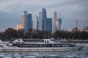 Прогулочный теплоход частично затонул на Москва-реке