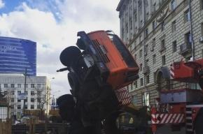 Строительный кран упал на Кутузовском проспекте