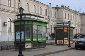 В ларьках Петербурга запретят продавать англоязычные товары, блины и шаурму