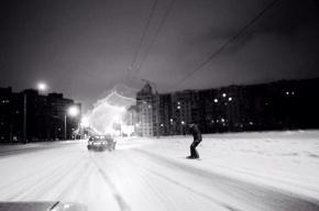 Сноубордисты вновь развлекались на петербургских дорогах