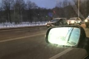 Четыре машины столкнулись в массовой аварии на Петергофском шоссе