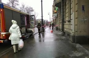 Штукатурка упала с дома 57 на Каменноостровском проспекте