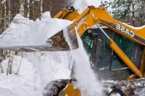 Ковш со снегом высыпал экскаватор на 10-летнюю девочку
