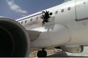 Бомба взорвалась в самолете, летевшем из Сомали
