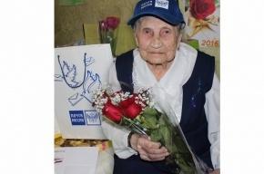Президент поздравил со столетием старейшую сотрудницу «Почты России»