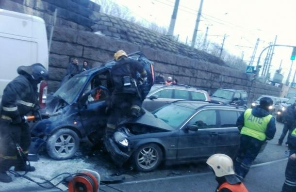 Свидетели рассказали подробности страшного ДТП с трупом в Петербурге