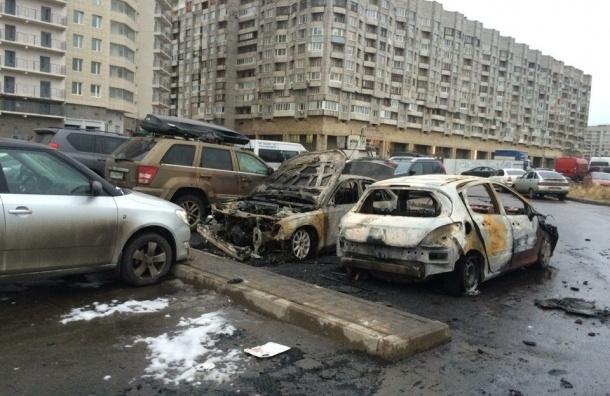 Две машины сгорели и две оплавились на Шкиперском протоке