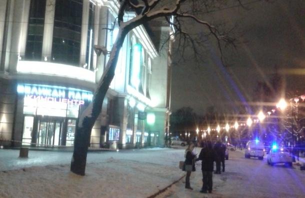 Кинотеатр «Великан парк» в Петербурге эвакуировали из-за звонка о заложенной бомбе