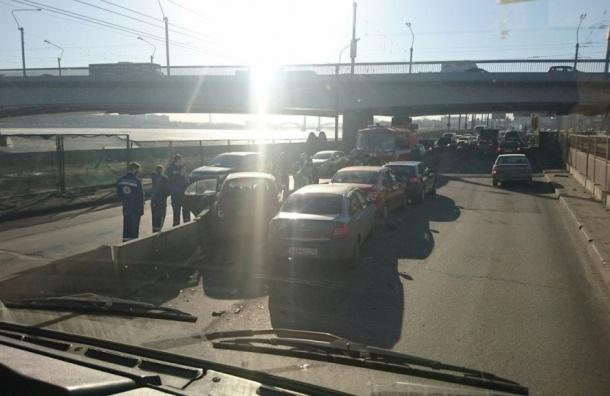 Женщина пострадала в результате массового ДТП на Синопской набережной