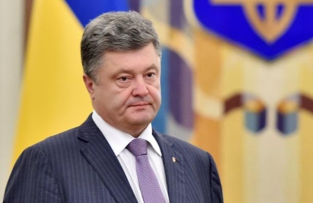 Порошенко наградил украинских футболистов огнестрельным оружием