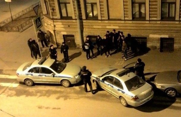 Очевидцы: На Дегтярной улице избивали подростков